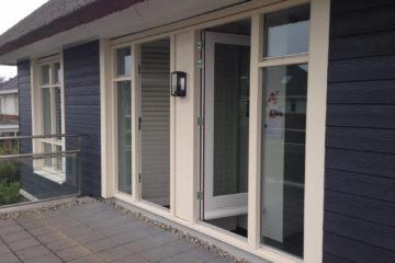buitenschilderwerk schilder in amersfoort deur ramen muren kozijnen wit blauw hout armenschilders.nl